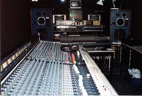 089-Telethon Band Mix 1994 facilities.jpg
