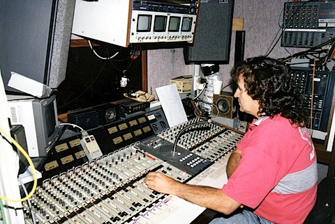 090-Hopman Cup 1994 – Vic Jones in OB Van (photo courtesy P.bmp