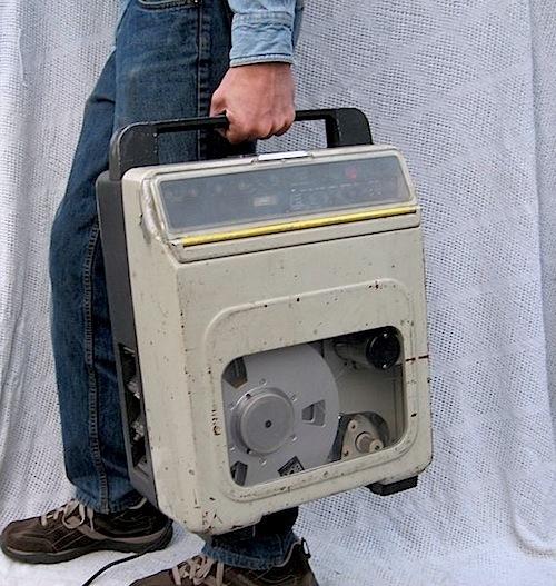 BD05 BCN 20 VTR hand held VTR recorder.jpg