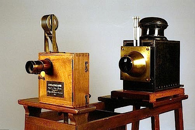 16-The Lumiqre's cinematographe in projector mode - 1895.jpg