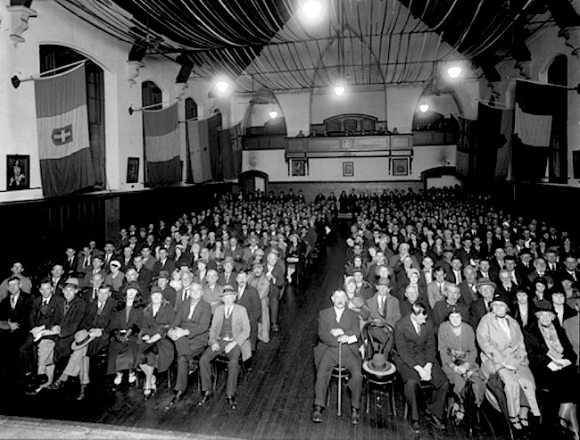 65-Perth Town Hall audience - 1932.jpg