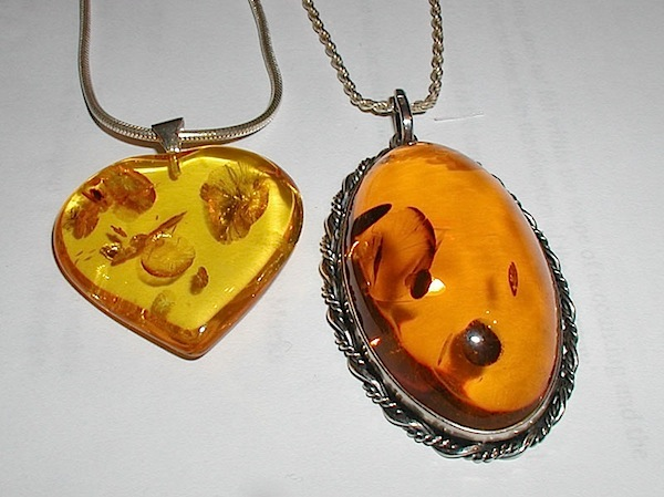 TV1-08-Amber pendants.jpg