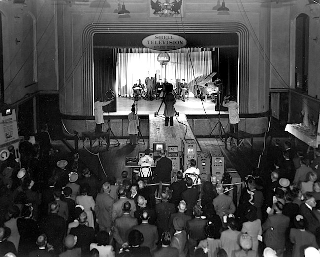 TV6-03-1949 Shell TV Demo at Perth Town Hall.jpg